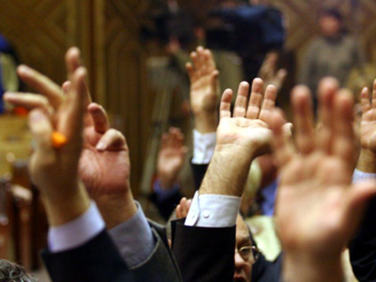 Legea de eliminare a 102 taxe nefiscale, aprobată de Parlament. Iată lista de taxe de care scapă românii din diaspora