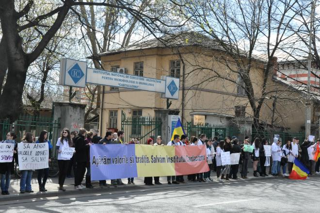 Lanț uman pentru susținerea Institutului Cantacuzino!
