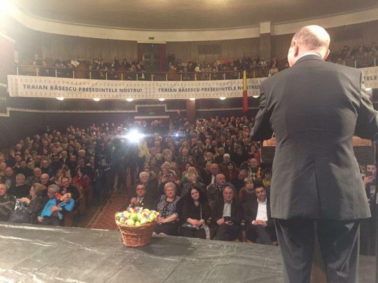 Candidatul care a strâns sute de persoane într-o capitală europeană